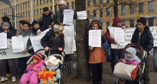 فنلند مهاجر افغان 550x295 - تصمیم تازه فنلند درباره خروج اجباری پناهجویان افغان