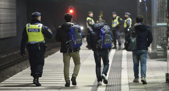 پناهجو 550x295 - توقف اخراج پناهجویان افغان از سویدن