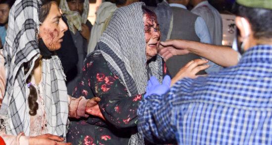 انتحاری کابل داعش 550x295 - افشاگری تکان دهنده از جنایت خارجی ها در انفجار میدان هوایی کابل