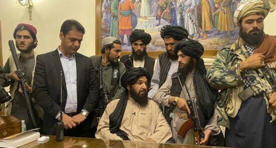 طالبان ارگ 550x295 - دلیل اصلی سقوط دولت افغانستان چی بود؟