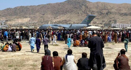 میدان هوایی کابل 2 550x295 - تاکید روسیه بر لزوم همکاری کشورهای اروپایی برای حل مشکل پناهنده گان افغان