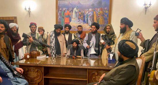 طالبان ارگ 550x295 - گزارش ها از درگیری میان سران طالبان در ارگ ریاست جمهوری