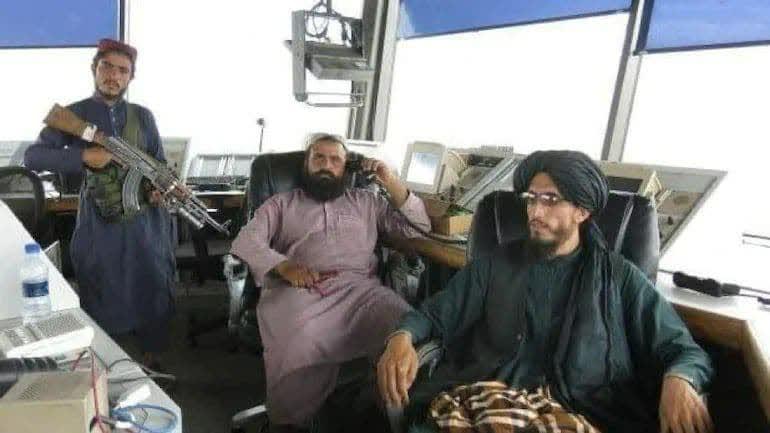 طالبان برج مراقبت میدان هوایی کابل - تصویر/ حضور طالبان در برج مراقبت میدان هوایی کابل