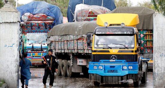 موتر تاجر 550x295 - معافیت تاجران افغان از پرداخت جریمه توسط دولت ترکمنستان