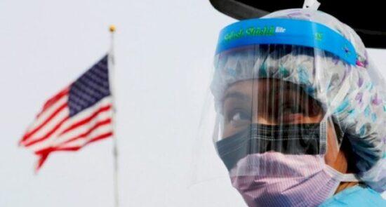 کرونا امریکا 550x295 - ریکورد شکنی کرونا در امریکا؛ آمار قربانیان از مرز 700 هزار نفر عبور کرد