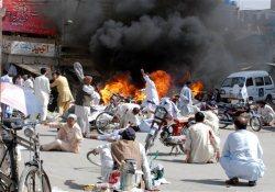 23 کشته نتیجه انتقامجویی طالبان در پاکستان - به آتش کشیدن بسته های کمک صلیب سرخ توسط طالبان در هلمند